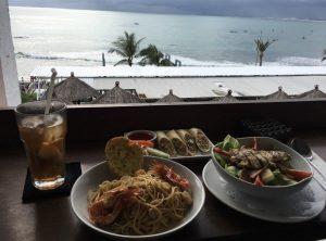 クタビーチ前のレストラン